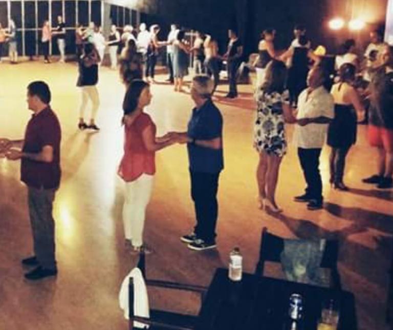 Baile social Meis